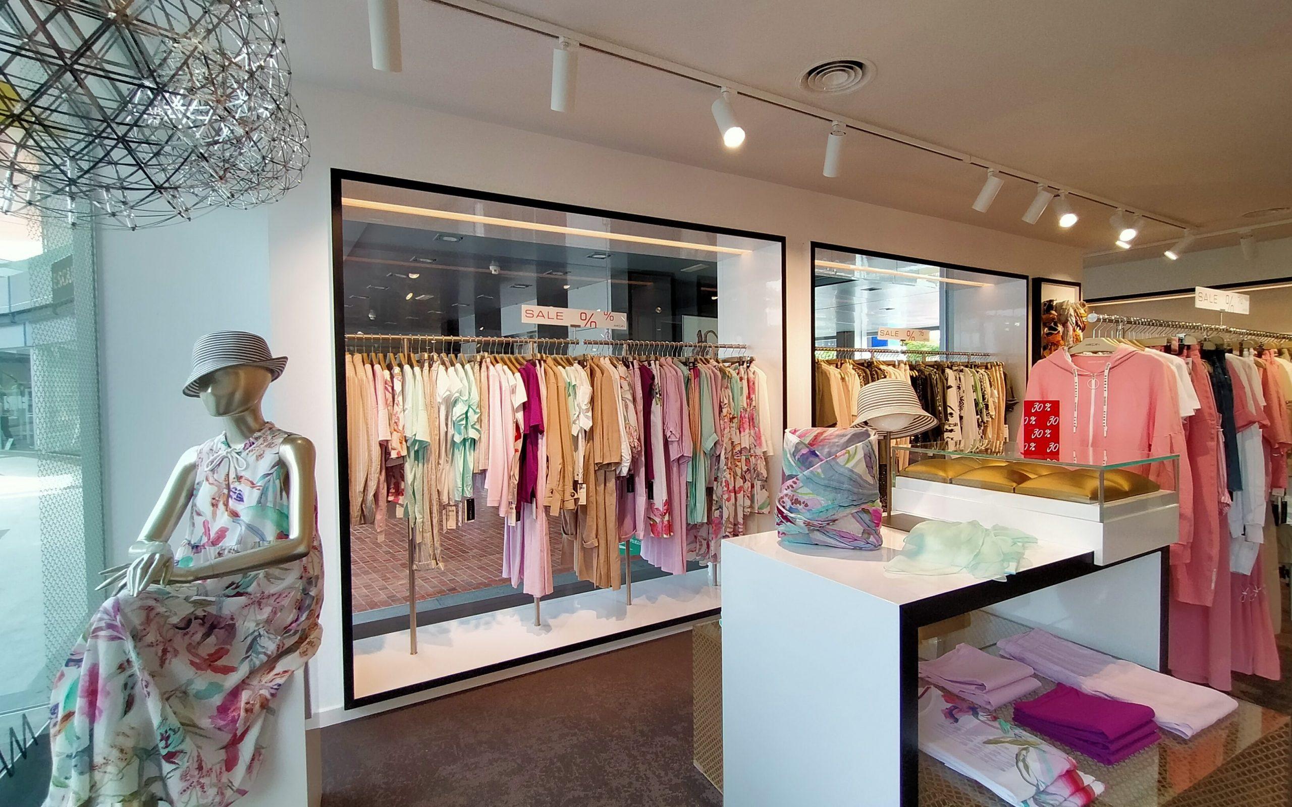 La empresa de moda de éxito internacional Marc Cain, re-apertura sus puertas en un local renovado y especialmente diseñado para el confort de sus clientes de 122mts2 en la planta 0 de Plaza del Duque Luxury Shopping.